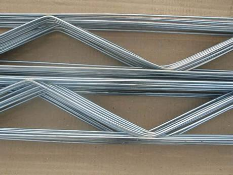 Galvanized truss reinforcement meshes are packaged in cardboard box.